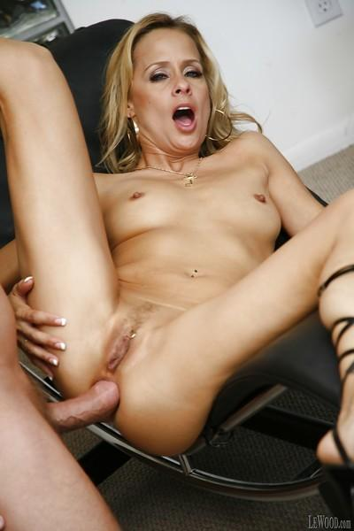 Milf pornstar Payton Leigh enjoys hardcore ass fuck in the office
