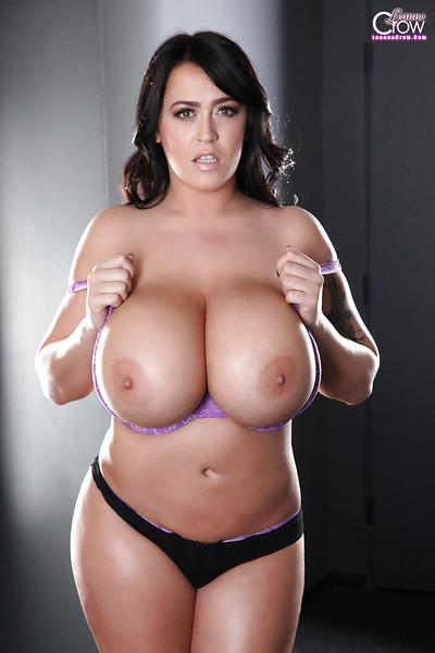Big-tit Leanne Crow is demonstrating her amazing juicy melons