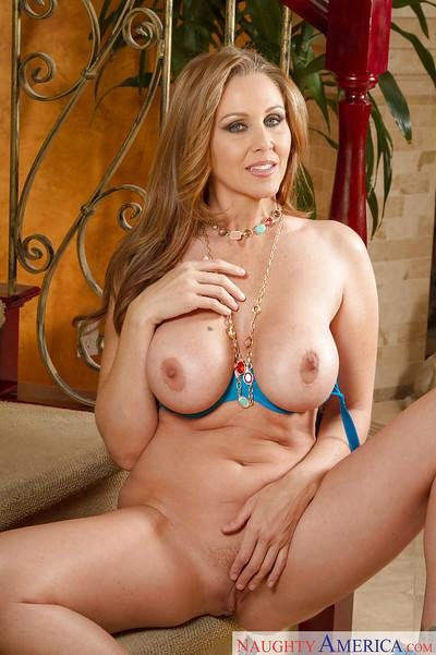 Sexy-shaped milf babe Julia Ann demonstrates her young body!