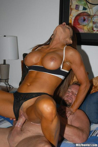 Ripped milf sport star with six-pack abs loves blowjob and sex