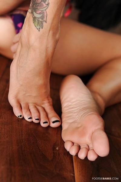 Tattooed shapely milf Ava Addams kicks out sexy foot fetish show
