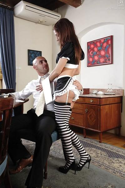European babe model Rachel Evans having pussy ate in maid