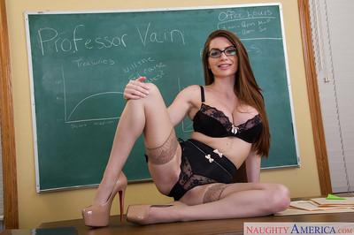 Cougar babe in stockings Veronica Vain bends over in teacher