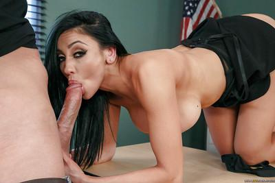 MILF pornstar Audrey Bitoni spreads legs for cunt licking out
