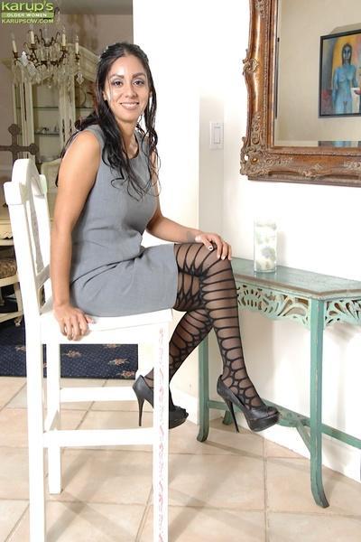 Latina milf Bianca Mendoza has her fantastic pussy shown in close up