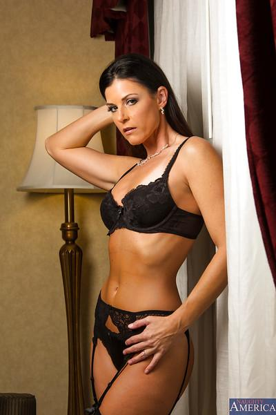 Lucky tasty wife India Summer knows how to make herself look good