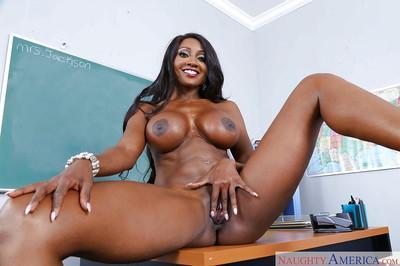 Everybody would want busty ebony MILF Diamond Jackson as a teacher