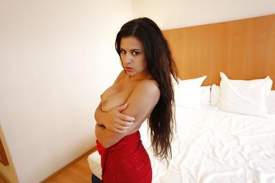 Big-tit chick Billie Star demonstrates her amazing big natural boobs