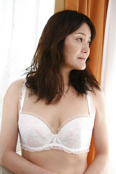 Asian MILF Michiko Sudo undressing and vibing her trimmed slit