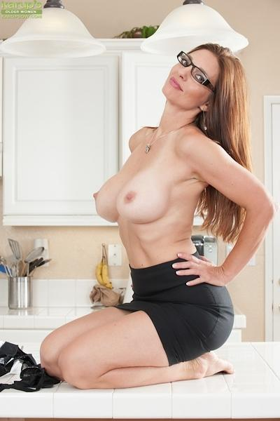 Close up undressing from a stunning milf babe in glasses Mindi Mink