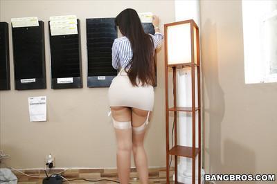Leggy Latina MILF Mercedes Carrera flashing thigh and stocking tops