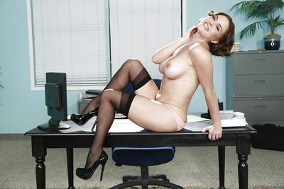 Short-haired secretary Krissy Lynn enjoys her cute wide-opened hole