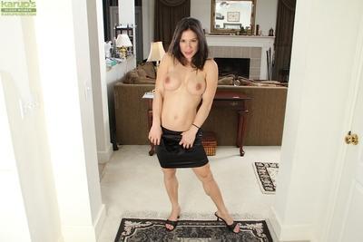 Cheeky milf with big tits Isabella Rodriguez wants to masturbate at home