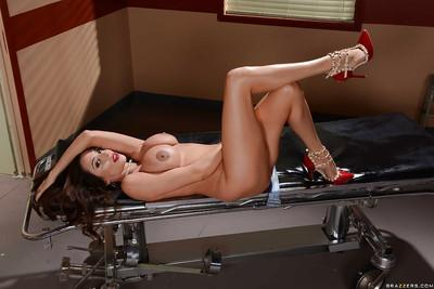 MILF Ariella Ferrera parting pink pussy for close up photos
