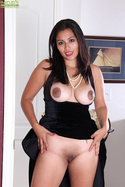 Milf Latina Veronica is playing with her lovely shaved holes