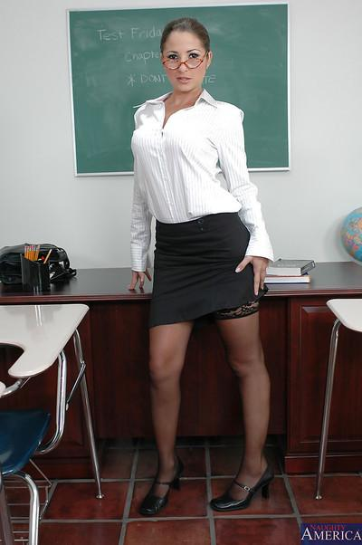 Undressing milf teacher Baby Jayne is teasing her students