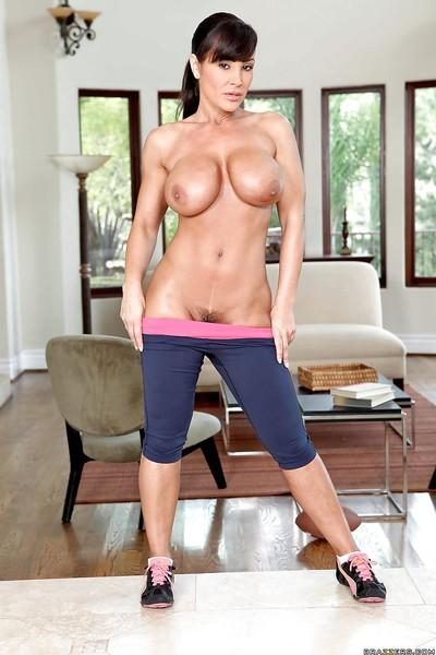 Busty MILF with amazing sport body Lisa Ann exposes her tight curves