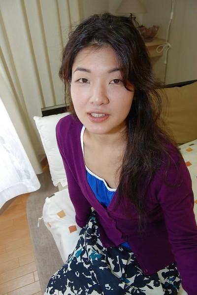 Asian milf with brunette hair Yuko Goto masturbates in close up