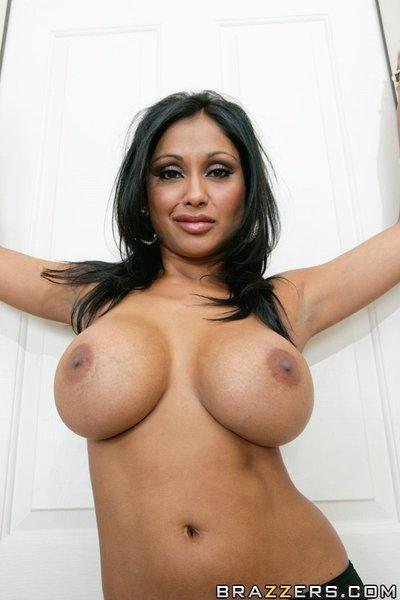 Indian wife Priya Anjeli Rai shows her boobs and fingers her pussy
