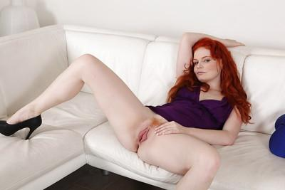 Her fiery crotch made MILF hottie Babeurre want to stretch her cunt