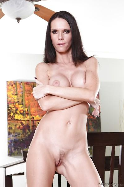 Milf pornstar babe Jennifer Dark demonstrates her skinny body