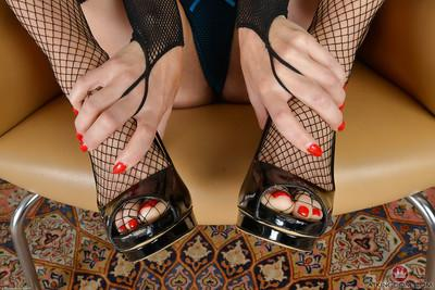 Petite blonde dame Miss Melrose showing off painted toenails in high heels