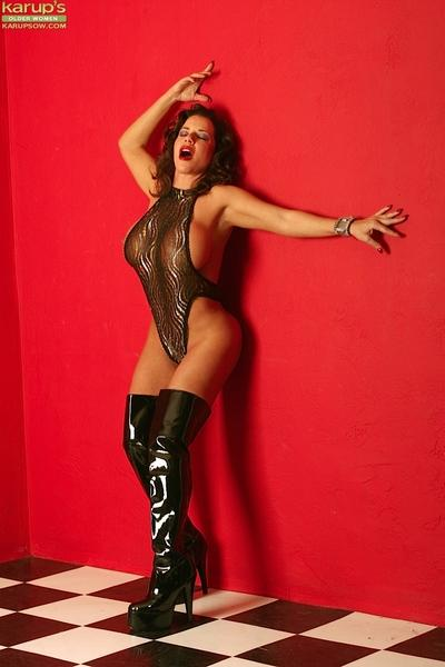 Gorgeous milf in latex boots is spreading her long legs on cam