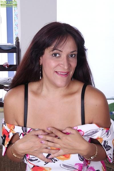 Close up posing from a gorgeous milf with big titties Veronica