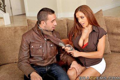 Saucy MILF with round boobies Francesca Le gives a titjob and gets screwed