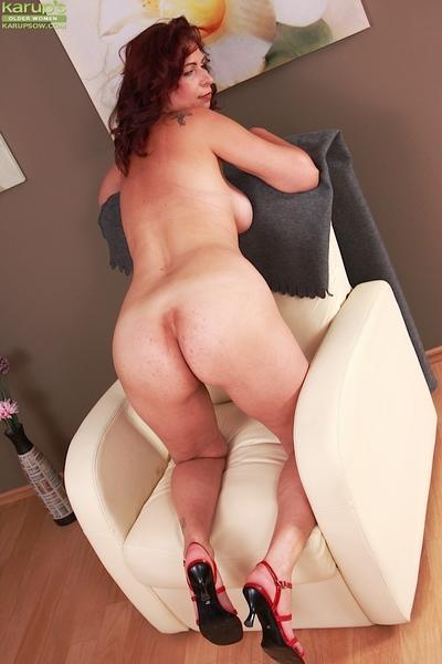 Older babe Laila Fereschte masturbates her pussy while flaunting large tits