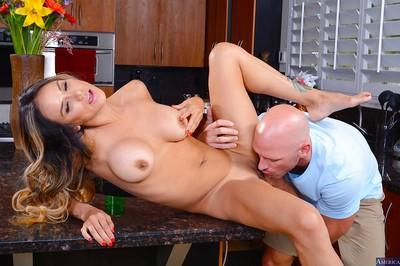 Amateur Latina milf with big tits Nadia Styles enjoys an hardcore ass fuck
