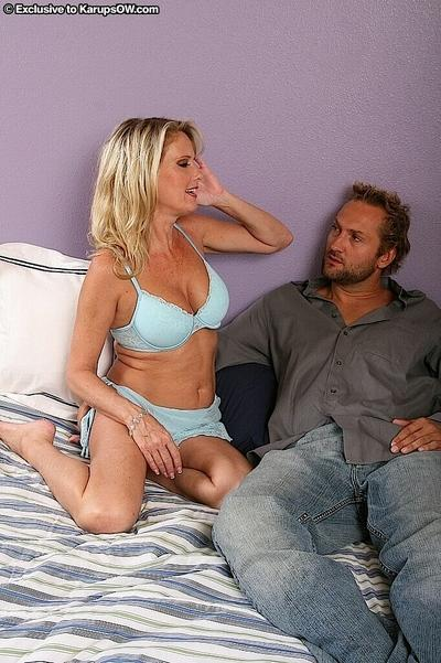 Dick-friendly milf Bridgett Lee loves to see cum on her bristols