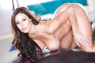 Leggy MILF Kendra Lust displaying nice round ass and big juggs