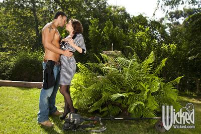 Big titted MILF babe Veronica Avluv strips to fuck a big dick outdoor
