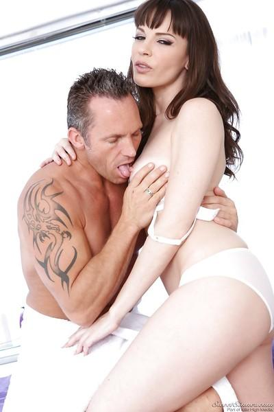 Pretty MILF Dana DeArmond gets her trimmed pussy drilled hardcore