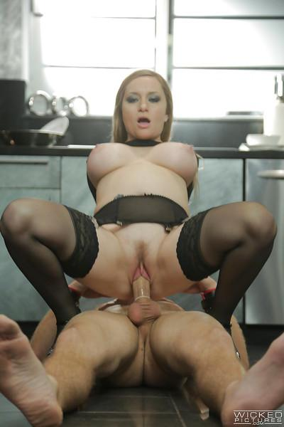 Stunning pornstar milf Aiden Starr is playing with her bf