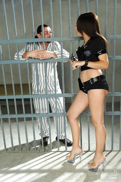 European milf Eloa Lombard has sexual intercourse with prisoner