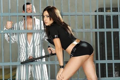 European milf Eloa Lombard has sexual intercourse with prisoner