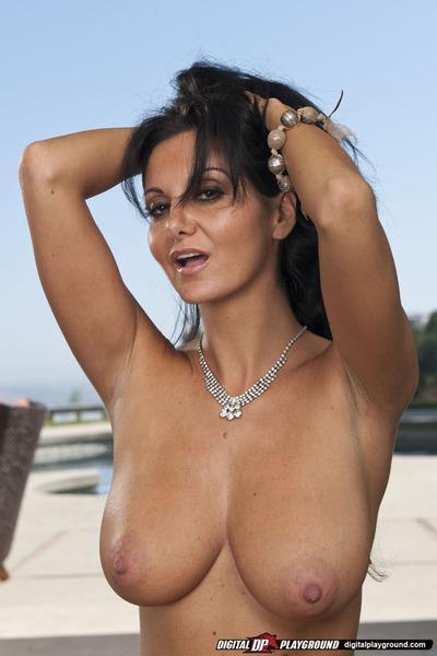 Gorgeous latina MILF on high heels uncovering her ravishing body