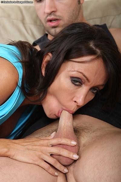 Marvelous cougar Kristina Cross is fascinated by taste of cum