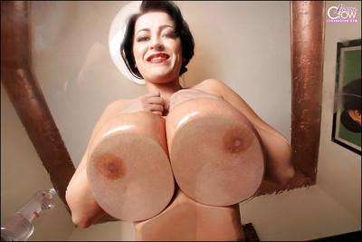Big boobed MILF pornstar Leanne Crow oils up her massive melons