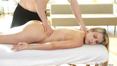 Cumshot scene with a milf babe Courtney Cummz doing blowjob after massage