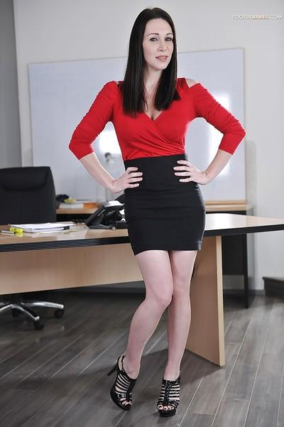 Shallow milf babe with big tits Rayveness raises her skirt in office