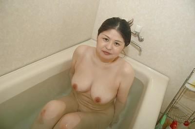 Asian milf Mieko Ishimura soaps and wets herself in the bath