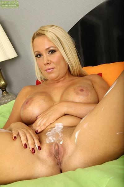 Close up posing from an big tits blonde milf Tara Star in a lingerie