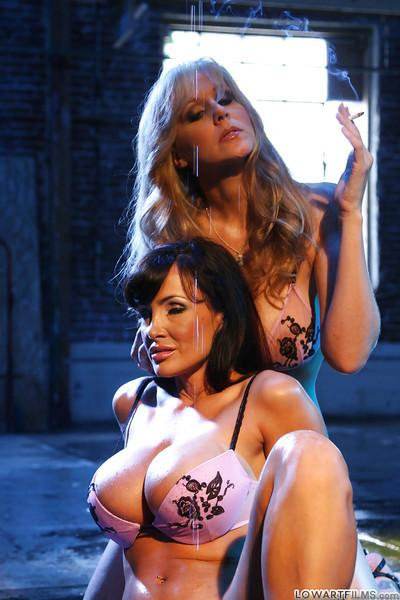 Curvaceous MILFs Lisa Ann & Julia Ann are into hot lesbian action
