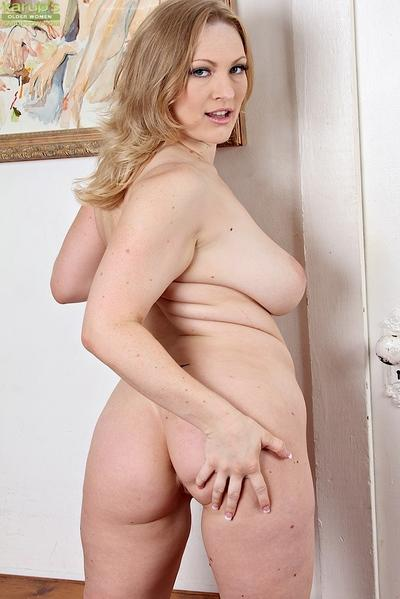 Busty blonde MILF Vicky Vixen undressing for spreading of pink pussy lips