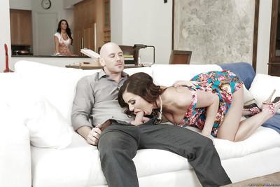 Slutty wives Kendra Lust and Peta Jensen enjoying a kinky threesome