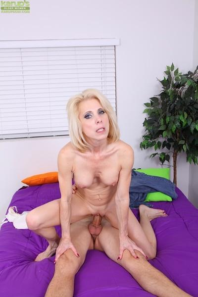Lecherous blonde cogar gives a fervent blowjob and gets fucked hard