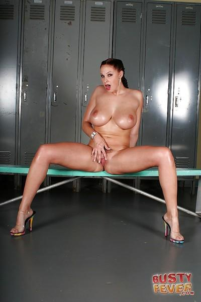 Big tits milf Gianna Michaels is showing her body in a swimsuit